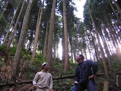 左:代表 岩田和久